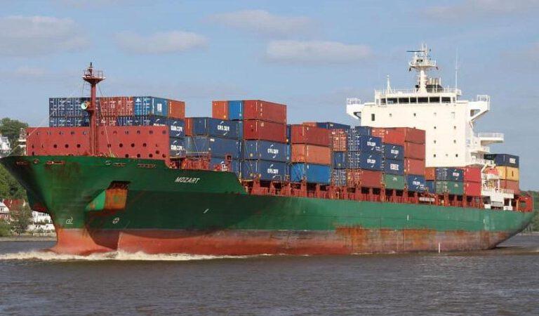 Nijeryalı korsanlar Türk gemisini rehin aldı. 1 ölü