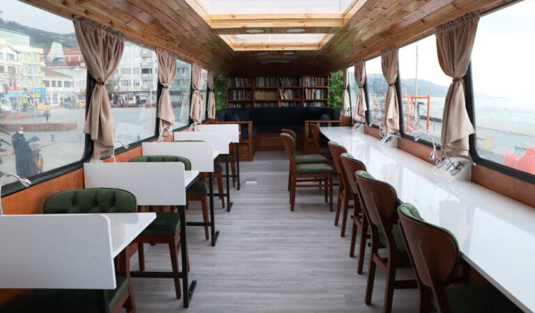 Yakakent'te halk otobüsü kütüphaneye çevrildi